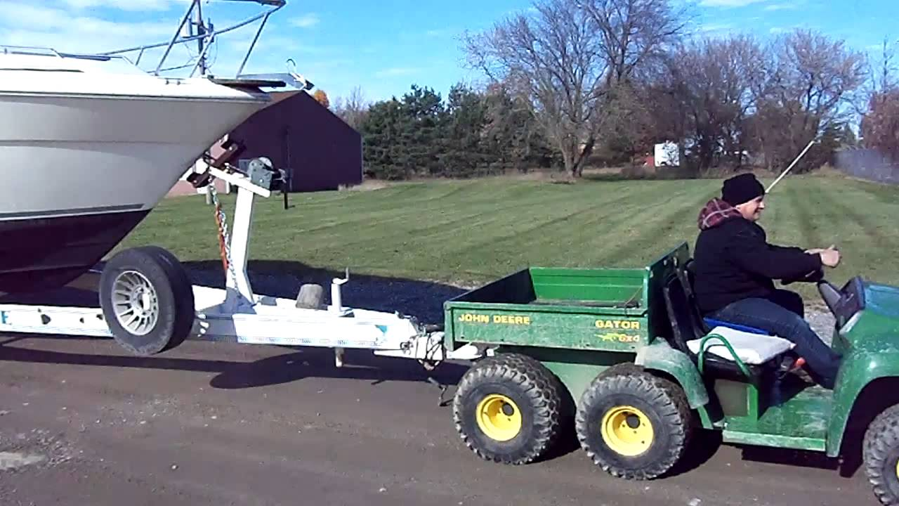 john deere gator 6x4 carries the heavy loads youtube. Black Bedroom Furniture Sets. Home Design Ideas