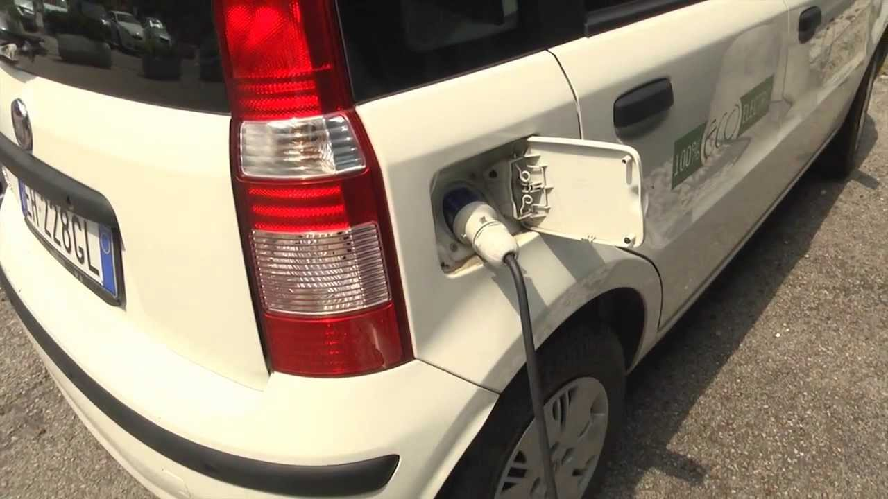 Fiat Electric Car >> FIAT Panda Elettrica si Ricarica Electric Car Being Recharged - YouTube
