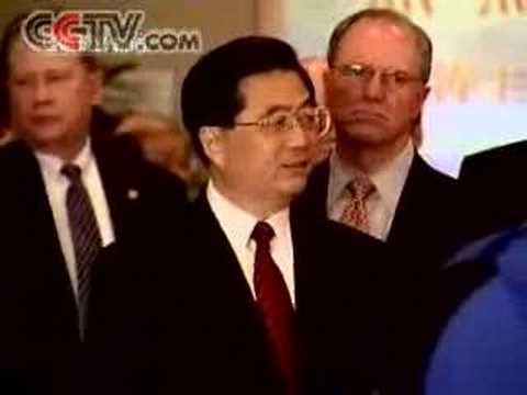 Hu Jintao visits the Microsoft Crop. in US