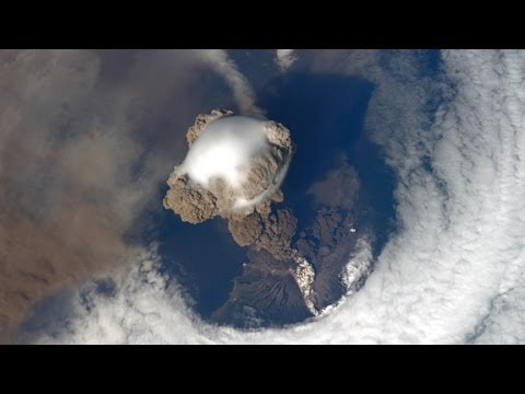 VOLCANO ERUPTION VIEW FROM SPACE AMAZING JANUARY YouTube - 14 amazing volcanic eruptions pictured space