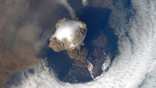 VOLCANO ERUPTION VIEW FROM SPACE!! AMAZING JANUARY 31, 2014