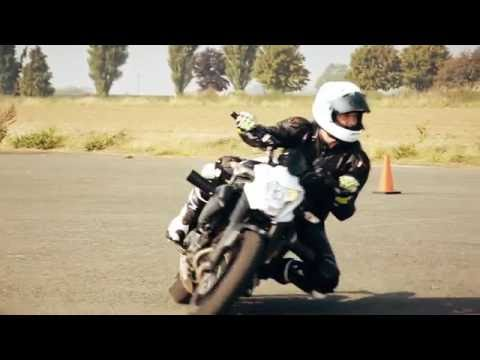 Get your knee down with i2i Motorcycle Academy