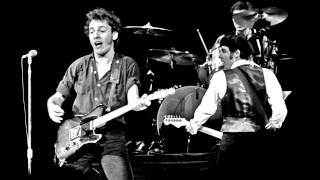 33. Santa Claus Is Coming To Town (Bruce Springsteen - Live At The Nassau Coliseum 12-29-1980)