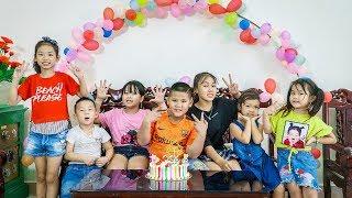 Kids Go To School   Day Birthday Of Chuns School Friends And Children Make a Birthday