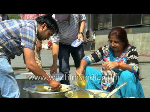 Free food for the poor: Food distribution Langar outside largest hospital in Asia