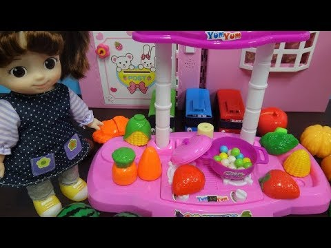 shopping with baby dolls and cuisine barbie 7 eleven - Cuisine Barbie