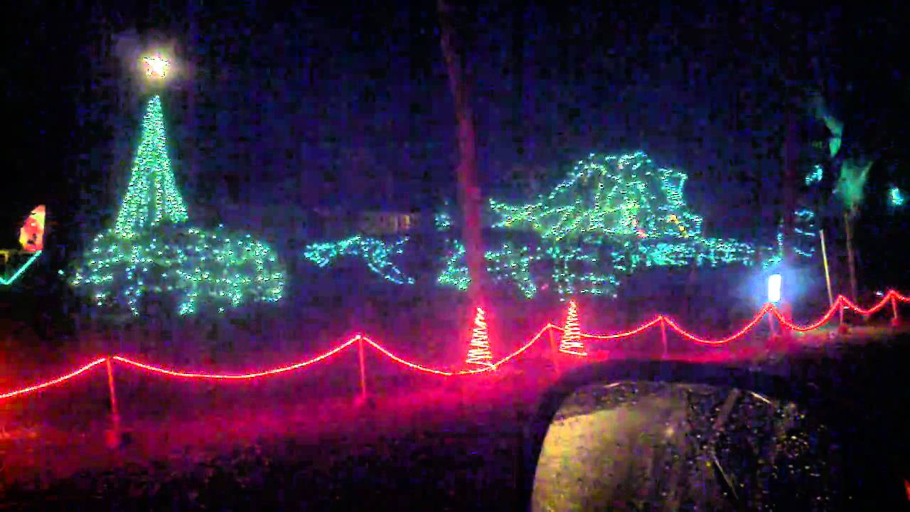 christmas lights on cove avenue in pensacola