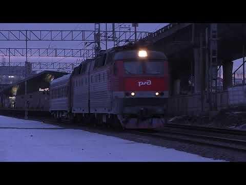 Электровоз ЧС7-047 (ТЧЭ-1) с пассажирским вагоном.