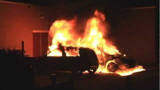 Twee auto's in brand Waalwijk