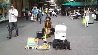 Музыка австралийских аборигенов(Этот абориген играет почти каждый день на одной из центральных улиц города Аделаида в штате Южная Австралия., 2012-09-12T04:52:52.000Z)
