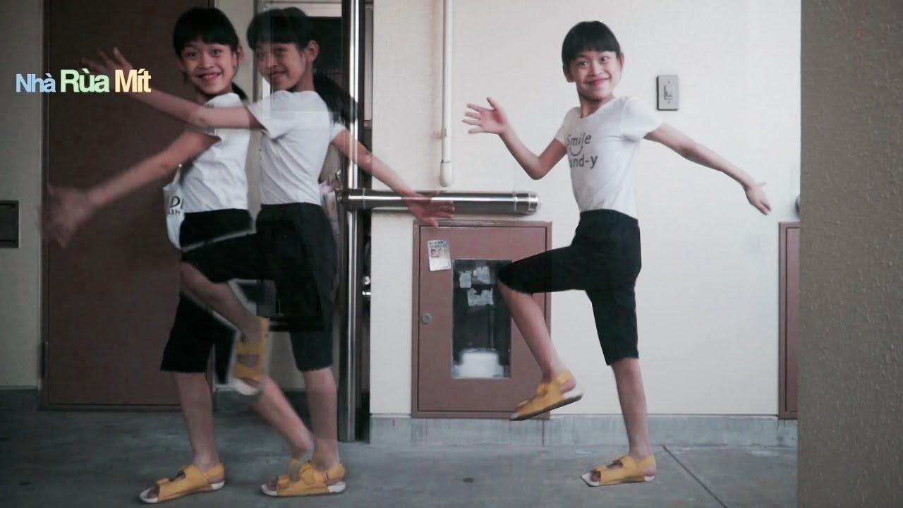 stride balance ở nhà tập chạy xe chòi chân và đá banh Hai Chị Em