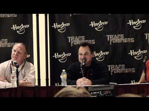 BotCon 2011 - Transformers Grimlock's Gregg Berger sings happy birthday