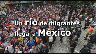 Un río de migrantes hondureños llega a territorio mexicano