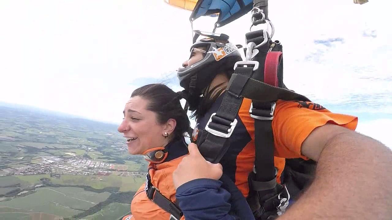 Salto de Paraquedas da Barbara na Queda Livre Parequedismo 06 01 2017