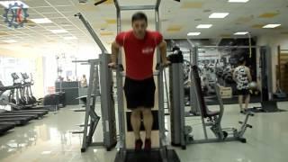 Как накачать трицепс на брусьях – упражнение с акцентом(В этом видео Иван Артеменко продемонстрирует как правильно делать отжимания на брусьях, если вы хотите..., 2016-01-11T13:34:09.000Z)