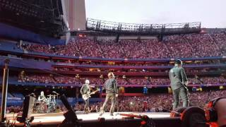 U2 opens the Toronto show with Sunday Bloody Sunday, moments after ...