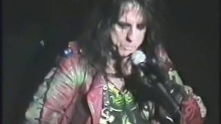 Watch Alice Cooper Dragontown video