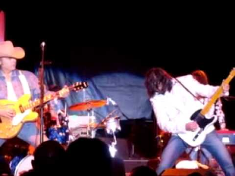 Dwight Yoakam, Long White Cadillac, Wheeling, WV - YouTube