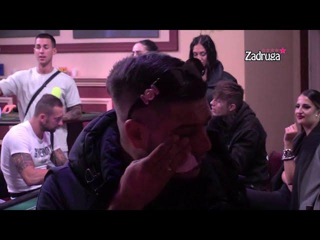 DRAGOJEVIĆ SE SLOMIO U SUZAMA DOK NJEGOVA ŽENA ZAVODI: Dejan napustio žurku jer OVO nije mogao da PODNESE! (VIDEO)
