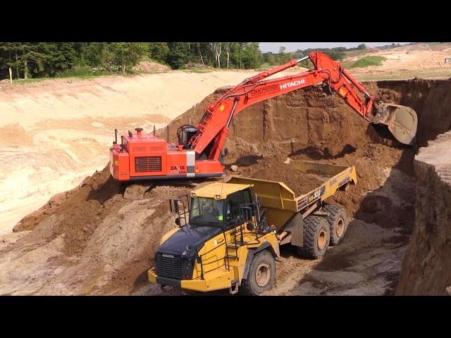 Hitachi Zaxis 470 Excavator Loading The New Komatsu HM300-3 and Volvo Dumpers