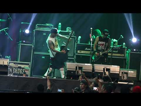 Superman is dead - Lady Rose Perform at Gor Diponegoro Sragen