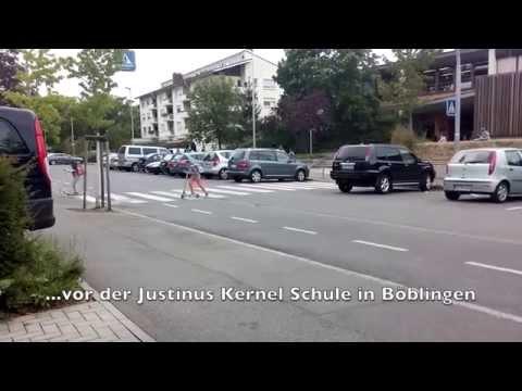 Mittags vor einer Schule in Böblingen