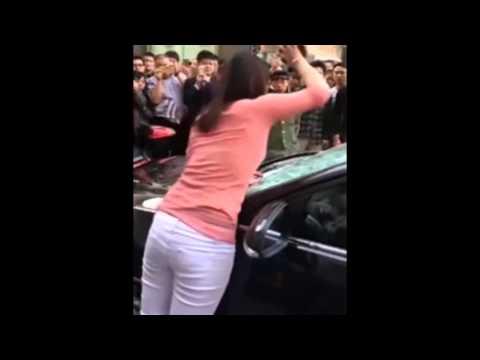 China furiosa destroza auto de marido infiel