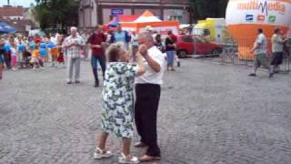 dziadek wyrywa antymoherową babcię!