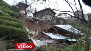 Rize'nin Güneysu ilçesinde meydana gelen heyelan sonucu bir ev tama...