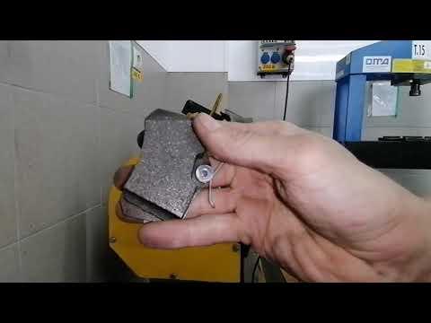 Замена задних тормозных колодок на автомобиле Skoda Octavia A-7, Шкода Октавия.