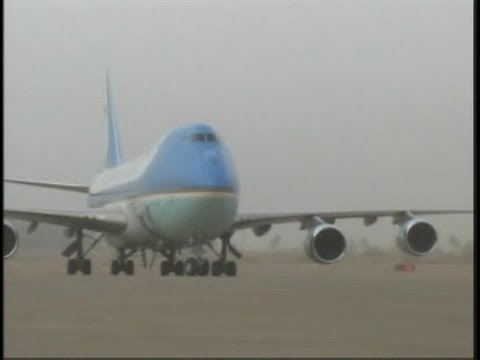 President Obama Arriving on Air Force One in Iraq. (2009) Part 1/2 | AiirSource