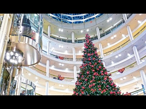 Germany Stuttgart Winter 2015-16 Music in shopping centre Breuninger. 4K.