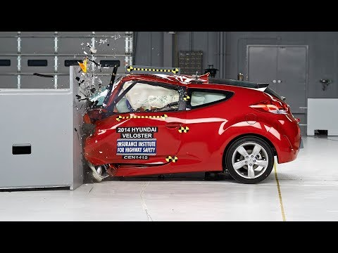 2014 Hyundai Veloster driver side small overlap IIHS crash test