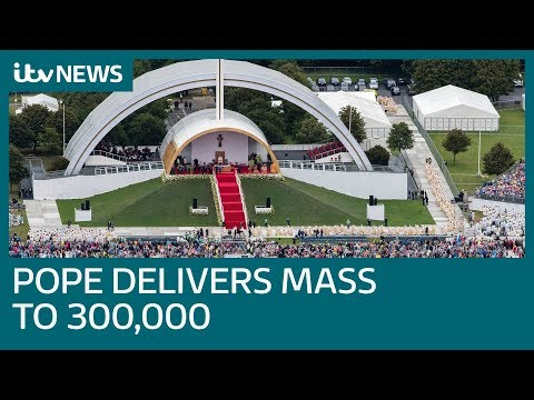 Huge crowds at Dublin's Phoenix Park for Pope Francis Mass