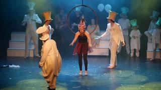 Muzikál Za zrcadlem - Divadlo Ikaros - sestřih z vystoupení