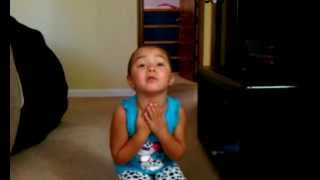 "3 year old singing ""Call me Maybe"" (Rolanda Parody)"