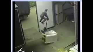 Accidente haioase la locul de munca :))