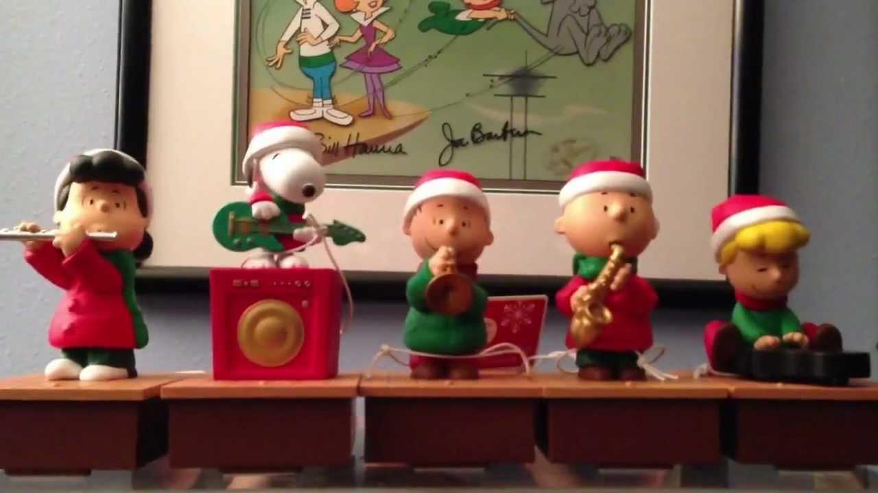 Peanuts Wireless band playing Christmas music - YouTube