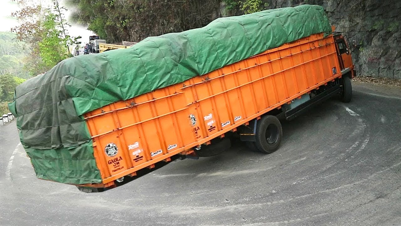 Dangerous Overloaded Truck in Indian ! Crazy Truck Limbing Extremely Bad Roads