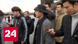 Китайские туристы едут в Санкт-Петербург накануне столетия Октябрьской революции. В городе даже