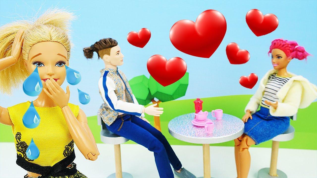 Barbie está espiando a Ken. Nueva aventura de Barbie. Vídeos para niñas