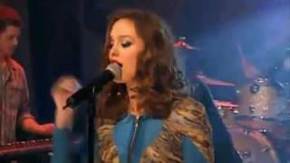 Leighton Meester Singing Somebody To Love Live