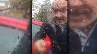 Wütender Autofahrer zertrümmert Windschutzscheibe