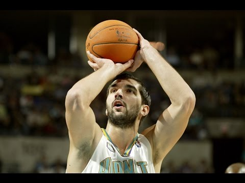 Peja Stojakovic Scores 20 Consecutive Points for Hornets | 11.14.2006