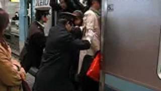 زحمه القطارات في اليابان