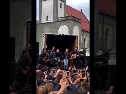 THE BOSS HOSS feat. Mimi & Josefin - Little Help | LIVE at Augsburg | The Voice Kids 2019 Mp3