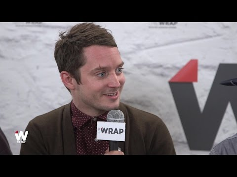 'The Greasy Strangler' Producer Elijah Wood Talks Father-Son Rivalry, Naked Men and Body Parts streaming vf