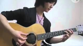 Chàng trai múa tay trên đàn guitar  Clip.vn_2