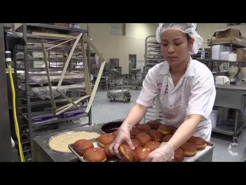 How are Paczki donuts made at the Bake Shoppe?