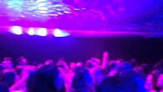 赤坂サカスで公演中のフエルサブルータで不思議体験!観客参加型イベント.